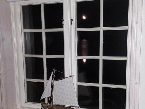 Ett fönster i mörkret